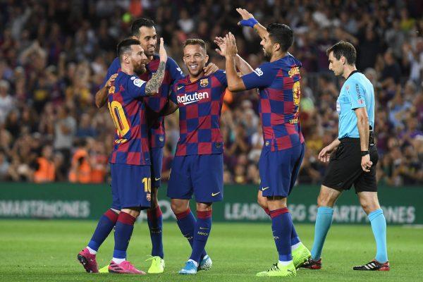 Arthur comemora o golaço no Camp Nou