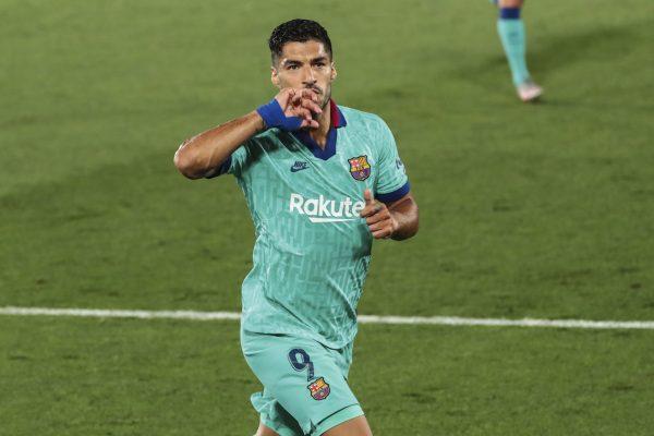 Luis Suárez comemora o golaço marcado contra o Villarreal, o 194º dele com a camisa do Barça.