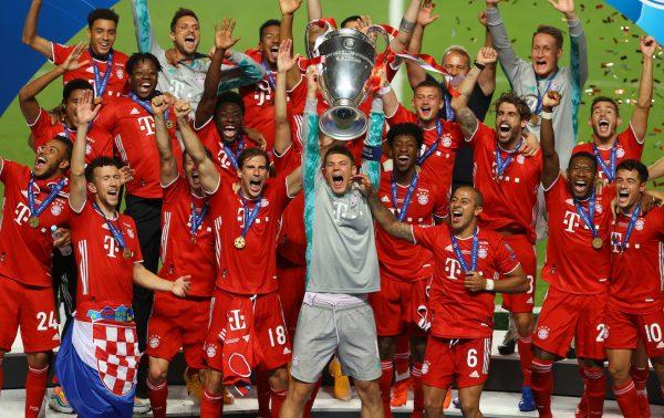 O craques do Bayern de Munique comemoram o hexacampeonato da Champions League, no Estádio da Luz, em Lisboa.