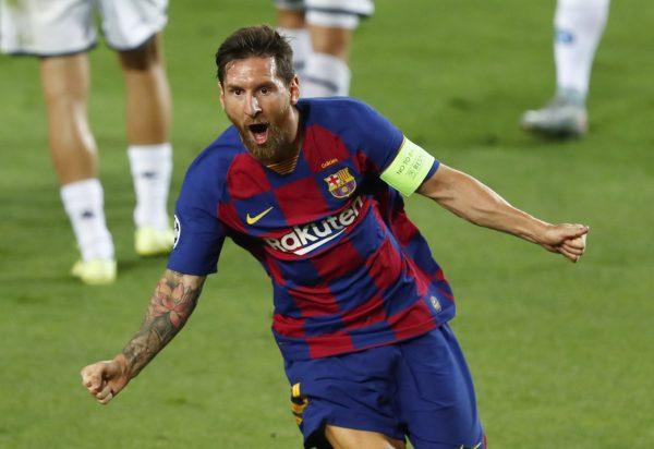 Leo Messi comemora o gol marcado contra o Napoli, no Camp Nou.