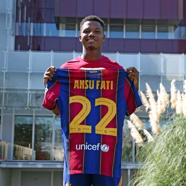 Ansu Fati com a camisa 22 do Barça.
