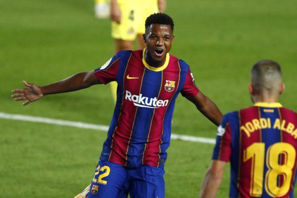 Ansu Fati comemora com Jordi Alba o primeiro dos dois gols que marcou na vitória por 4 a 0 sobre o Villarreal, no Camp Nou.