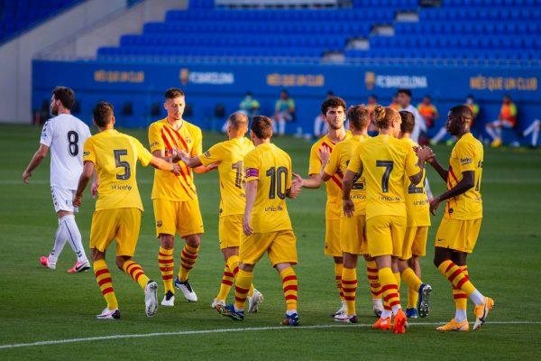 Os craques do Barça celebrando um dos gols na vitória por 3 a 1 sobre o Nàstic.