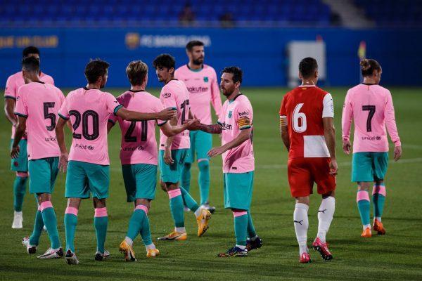 Messi celebra com seus companheiros um dos gols marcados na vitória contra o Girona (3-1)