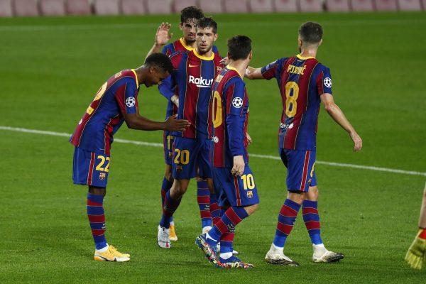 Os craques do Barça celebram o gol de Ansu Fati na vitória por 5 a 1 sobre o Ferencvaros, no Camp Nou, pela Liga dos Campeões. /Joan Monfort - AP/AE