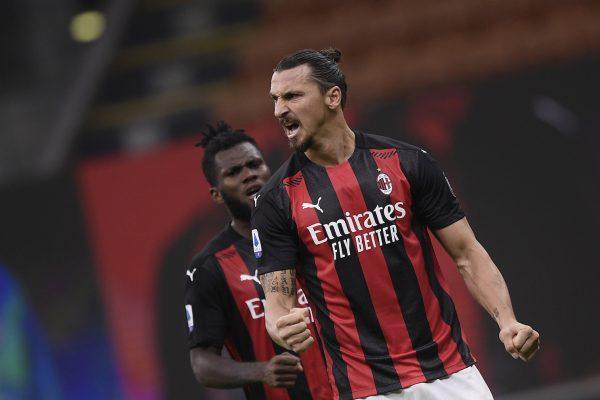 Ibrahimovic comemora o seu segundo gol no duelo entre o Milan e a Roma (3-3), na última segunda-feira, no Estádio San Siro, em Milão.