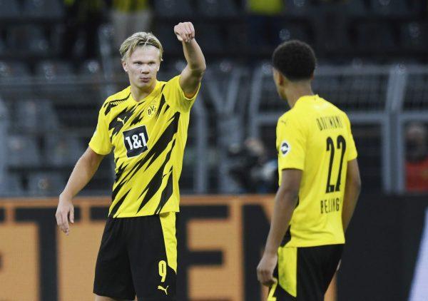 Haaland celebrando um gol pelo Borussia Dortmund, uma rotina na vida do jovem atacante norueguês. / Bernd Thissen - AP/AE