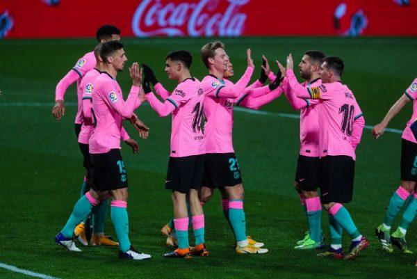 Os craques do Barça comemoram a vitória em Valladolid, pela Liga Espanhola.