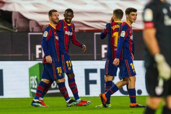 Messi comemora com os companheiros o gol marcado na vitória por 2 a 1 sobre o Athletic, no Camp Nou, pela Liga Espanhola.