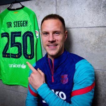 Ter Stegen feliz pela marca de 250 jogos oficias com a camisa do Barça.
