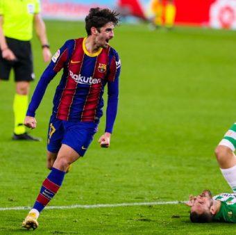 Trincão comemora o gol marcado na vitória sobre o Betis, pela Liga Espanhola.
