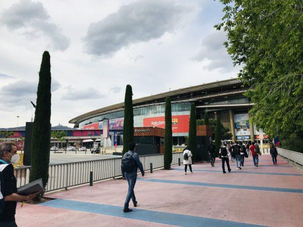 Um dia diferente de trabalho para os jornalistas no Camp Nou. / LDSportNews