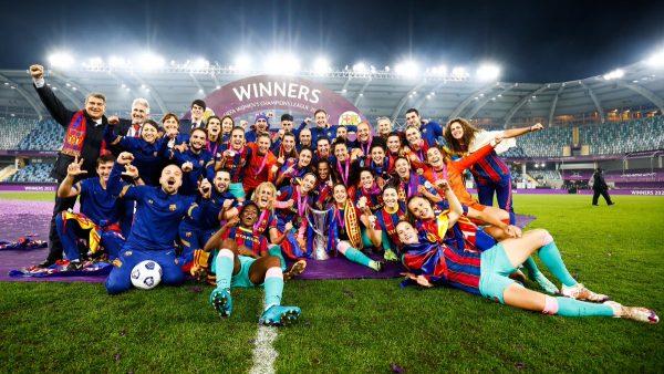 A festa pelo título europeu inédito conquistado contra o Chelsea, em Gotemburgo (Suécia) / Twitter: @FCBfemeni