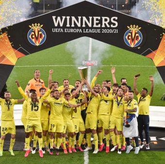 Os jogadores do Villarreal celebram o título da Europa League 2021 / Twitter: @VillarrealCF